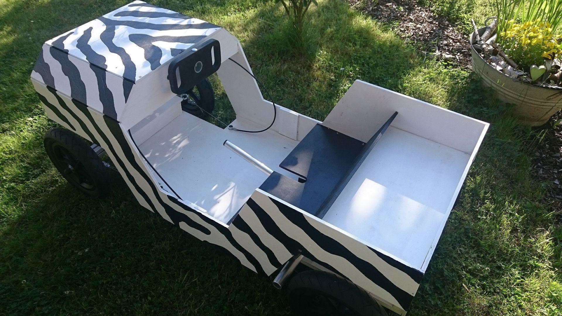Jeep als Seifenkiste Foto von oben